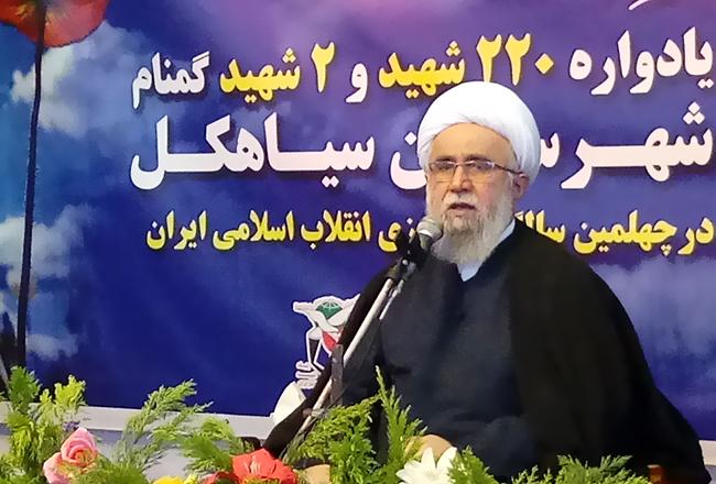 انقلاب اسلامی از لحاظ شکلی و محتوایی با انقلابهای بزرگ جهان متفاوت بود
